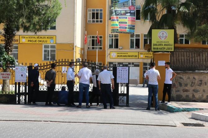 Şanlıurfa'da 94 okulda 280 bin öğrenci AYT'ye katıldı