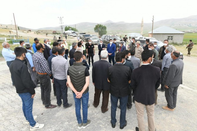Van Valisi Bilmez depremden etkilenen ilçeleri ziyaret etti