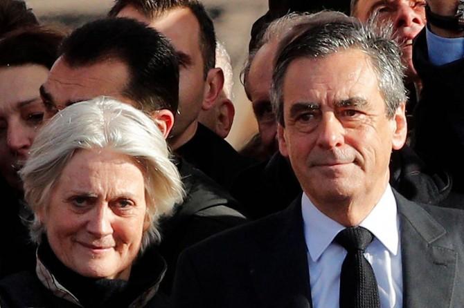 """Eski Fransa Başbakanı Fillon'a """"zimmet ve sahtecilik"""" suçlaması"""