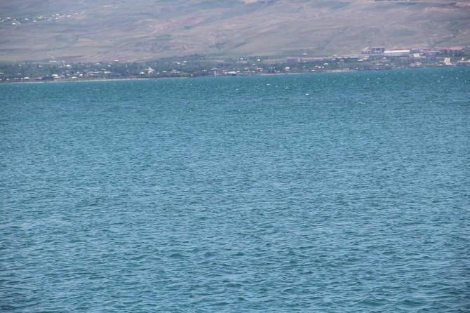 Van Gölü'nde kaybolan gemiyi arama çalışmaları devam ediyor