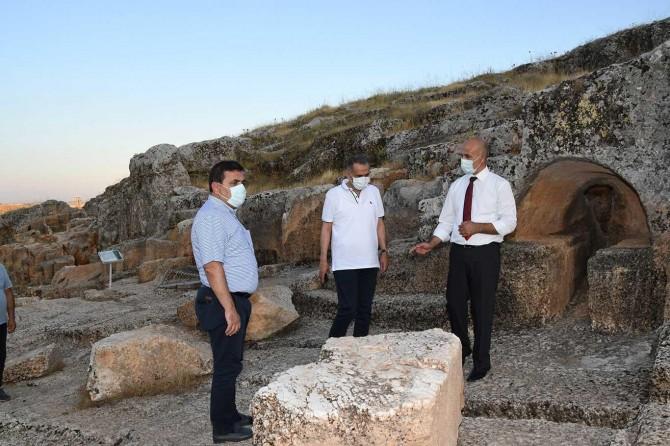 Adıyaman Valisi Çuhadar, Perre Antik Kentinde incelemede bulundu
