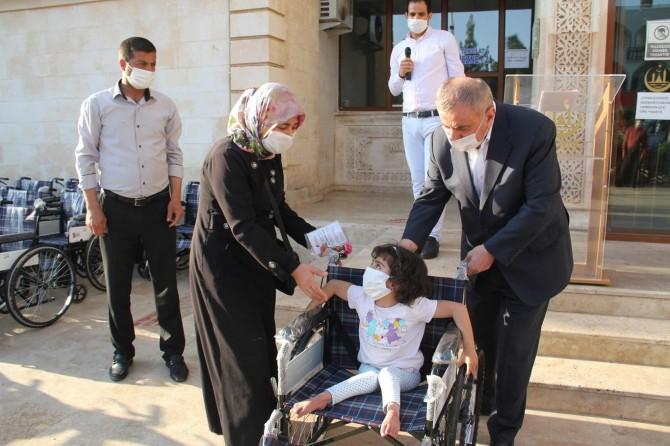 Midyat'ta engellilere tekerlekli sandalye desteği