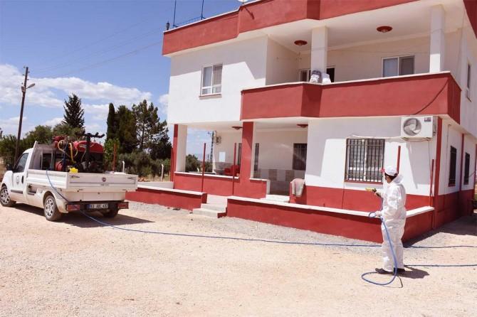 Hilvan'da karantinaya alınan alanlar dezenfekte edildi