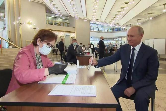 Rusya Devlet Başkanı Putin 2036'ya kadar iktidarda kalabilecek
