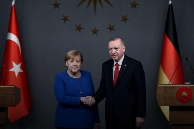 Erdogan bi Merkel re hevdîtin kir