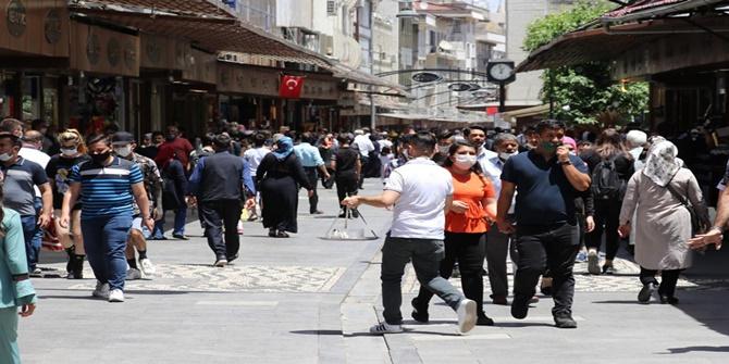 Covid-19 vakalarının arttığı Gaziantep'te sosyal mesafeye uyulmuyor