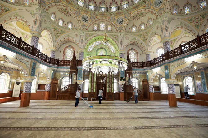Gaziantep'te camiler periyodik olarak dezenfekte ediliyor