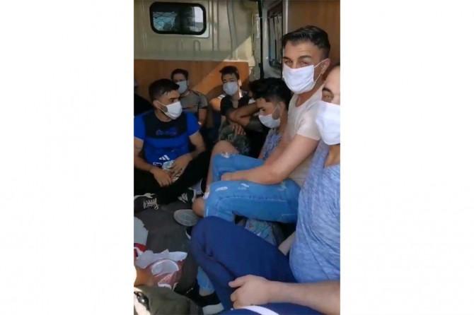 Gaziantep'te uygulama noktasında durdurulan araçtan 18 kişi çıktı