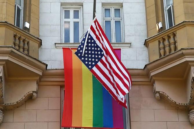 """Putin'den cinsi sapkınların bayrağını asan ABD'ye: """"İçeride kimin çalıştığını gösterdiler"""""""