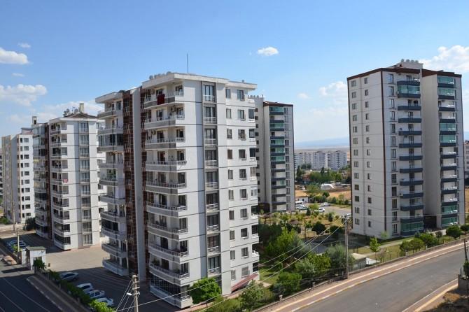 Emlakçılar: Kredilerin düşmesiyle ev sahipleri konut fiyatlarını yükseltti