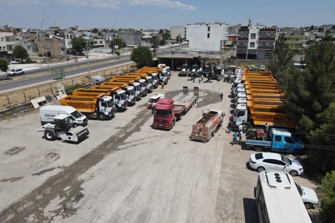 Şanlıurfa'nın Viranşehir Belediyesi kiraladığı araçları halka tanıttı
