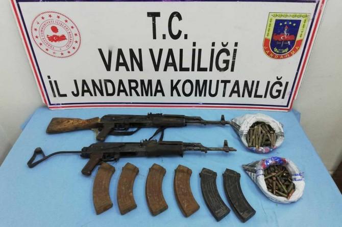 Başkale'de PKK operasyonunda silah ve yaşam malzemesi ele geçirildi