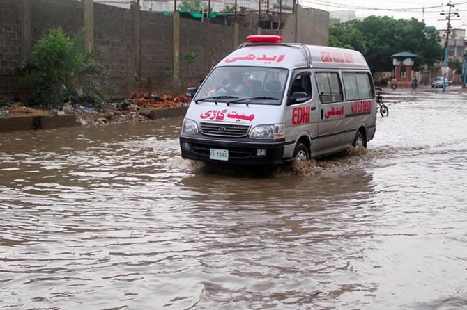 Pakistan'da sel: 7 kişi ölü