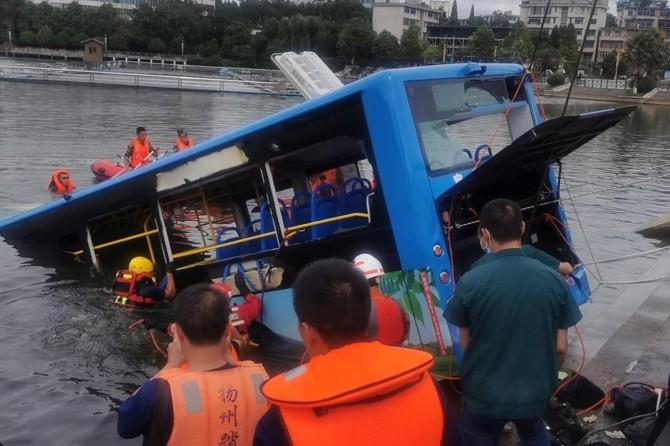 Çin'de otobüs kazası: 21 ölü, 15 yaralı