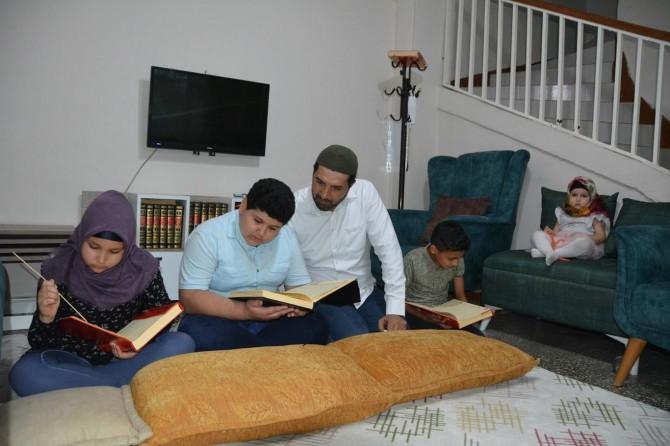 Evlerini Kur'an kursuna çevirdiler