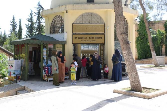 Şanlıurfa'da 3 aydır kapalı olan türbeler ziyaretçilere açıldı