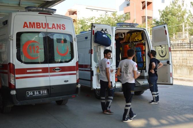Siirt'te traktör devrildi: Biri ağır, 3 yaralı