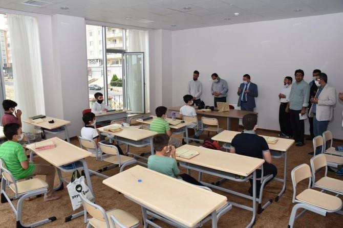 Diyarbakır'da geleceğin hafızlarına moral ziyareti