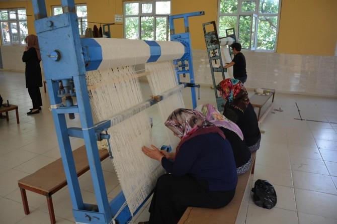 Besni Belediyesi tarafından Dokuyan Eller Projesi, hayata geçirildi