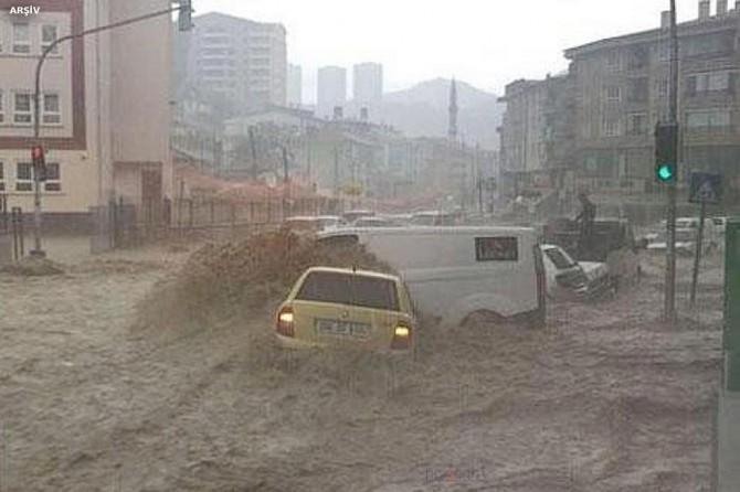 """Meteorolojiden Karadeniz bölgesi için """"şiddetli"""" yağış uyarısı"""