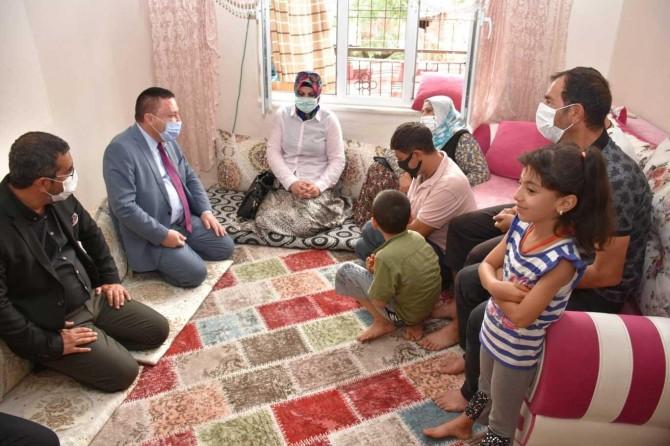 Bağlar Belediye Başkanı Beyoğlu, belediye hizmetlerini evlere taşıyor