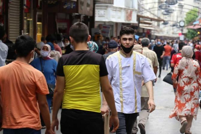 Gaziantep'te sosyal mesafe ve maske kuralına uymayanlara para cezası verildi