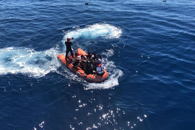 Çanakkale açıklarında 27 düzensiz göçmen kurtarıldı