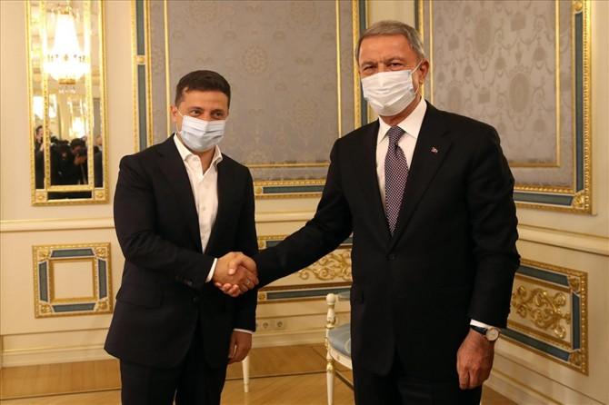 Bakan Akar, Ukrayna Devlet Başkanı Vladimir Zelenskiy ile bir araya geldi