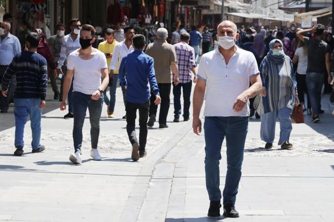 Gaziantep'te yaklaşık 5 bin kişiye Covid-19 tedbirlerine uymama cezası verildi