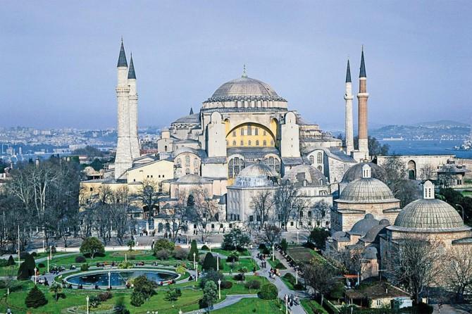 UNESCO: Ayasofya'nın Dünya Kültür Mirası statüsünü gözden geçireceğiz