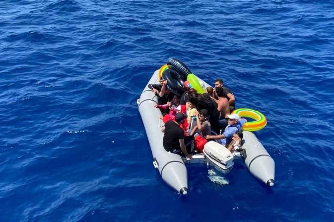 Türkiye karasularına geri itilen düzensiz göçmen kurtarıldı