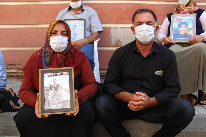 HDP Diyarbakır İl Binası önündeki evlat nöbetine bir aile daha katıldı