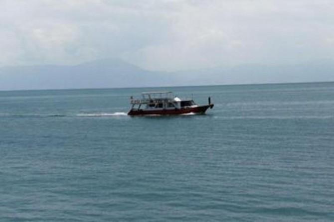 Van Gölü'nde batan tekneyi çıkarma çalışmalarına ara verildi