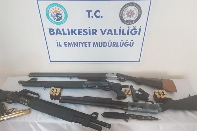 Balıkesir'de çok sayıda silah ve mühimmat ele geçirildi