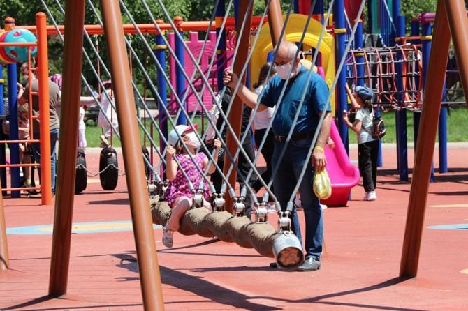 Sosyal Ekonomik Destekle 144 binden fazla çocuk ailesinin yanında kaldı