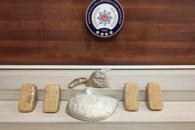 Van Şehirlerarası Otobüs Terminali'nde uyuşturucu operasyonu: 2 kişi tutuklandı
