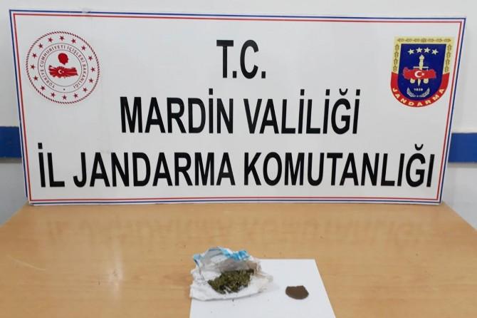 Mardin'de üst araması yapılan şahsın cüzdanından esrar çıktı