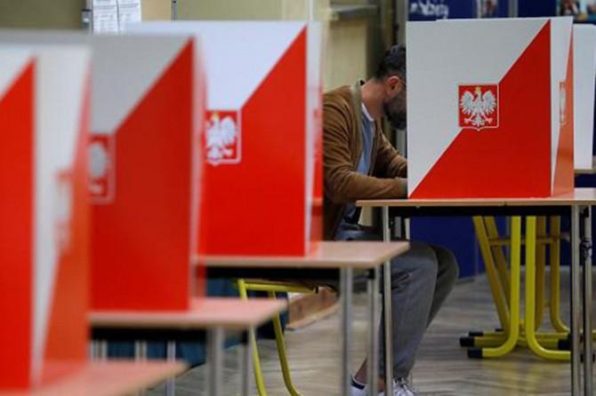 Polonya, yeni cumhurbaşkanını belirlemek için bugün sandık başında