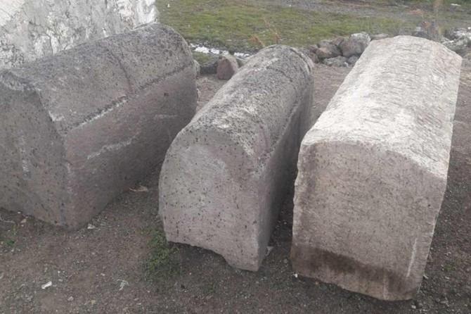 Kars'ta tarihi mezar taşları ele geçirildi