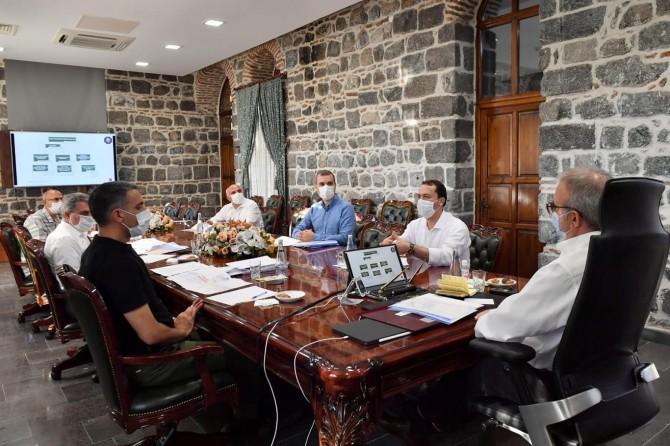  Diyarbakır Valisi Karaloğlu daire başkanlarıyla bir araya geldi
