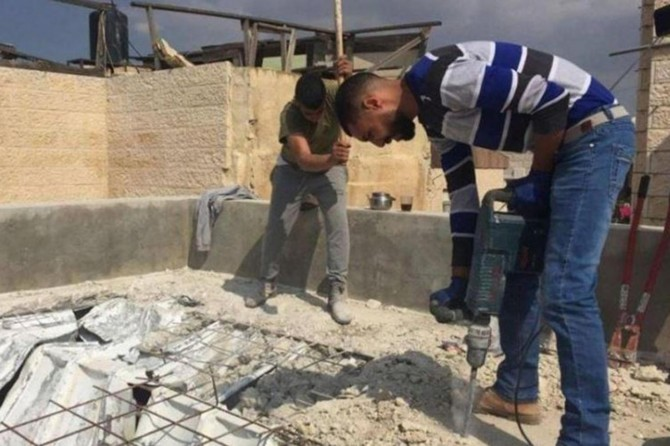 Siyonist işgal rejimi Kudüslü aileyi evlerini kendi elleriyle yıkmaya zorluyor