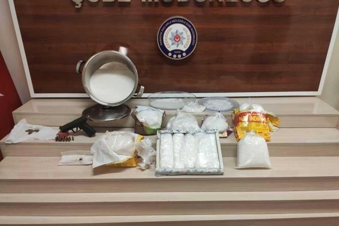 Kedi maması poşetlerinden 20 kilogram uyuşturucu çıktı