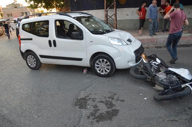 Siirt'te motosiklet ile hafif ticari araç kafa kafaya çarpıştı: 2 yaralı