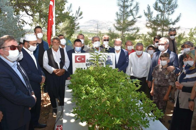 Diyarbakır'da 15 Temmuz şehitleri kabirleri başında anıldı