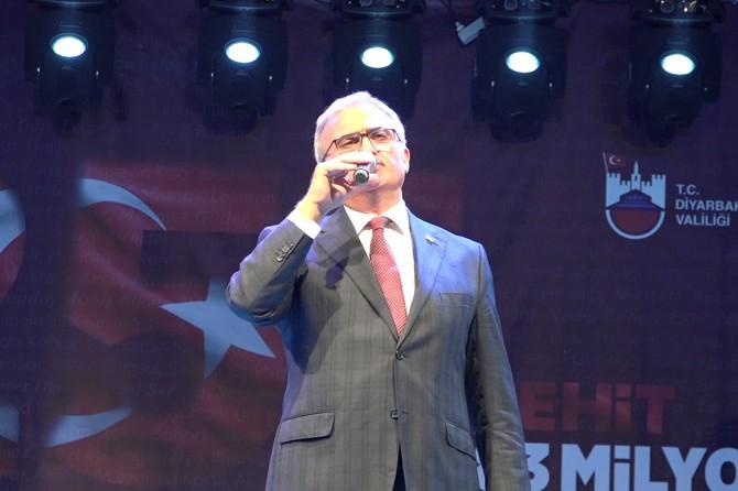 """Diyarbakır Valisi Karaloğlu: """"Milletimiz istikbaline ve namusuna sahip çıktı"""""""