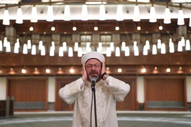 Diyanet İşleri Başkanı Erbaş, Ankara Beştepe Millet Camii'nde sala okudu