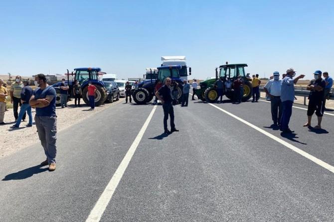 Çiftçilerin DEDAŞ eylemi sürüyor, bu kez uluslararası İpekyolu'nu trafiğe kapattılar