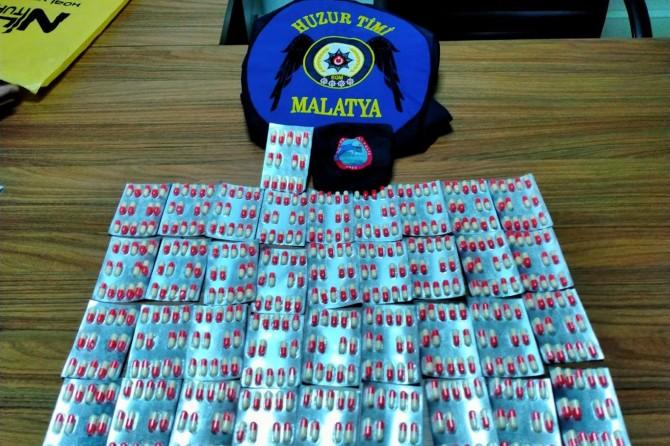 Malatya'da çok sayıda uyuşturucu hap ve silah ele geçirildi