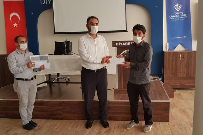 Mevlid-i Nebi Gençlik Bilgi Yarışması'nda dereceye girenler ödüllerini aldı