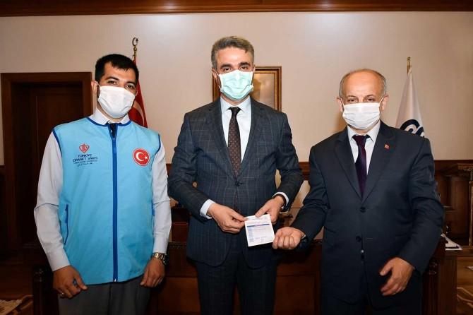 Malatya Valisi Baruş, Türkiye Diyanet Vakfı'na kurban bağışında bulundu